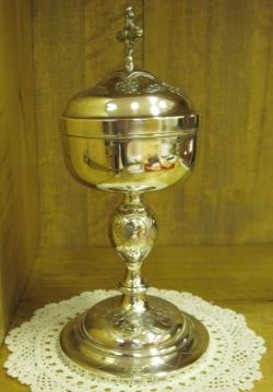 Les objets de fondation de la communaut des soeurs for Le pere du meuble laval